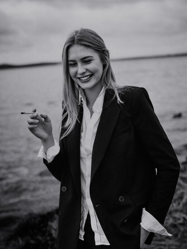 maxmotel_sw_almaz_gosee_lisa-s_dec2017_16_beach_smoking_2437